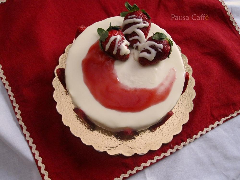 Torta bavarese cioccolato bianco e fragole F