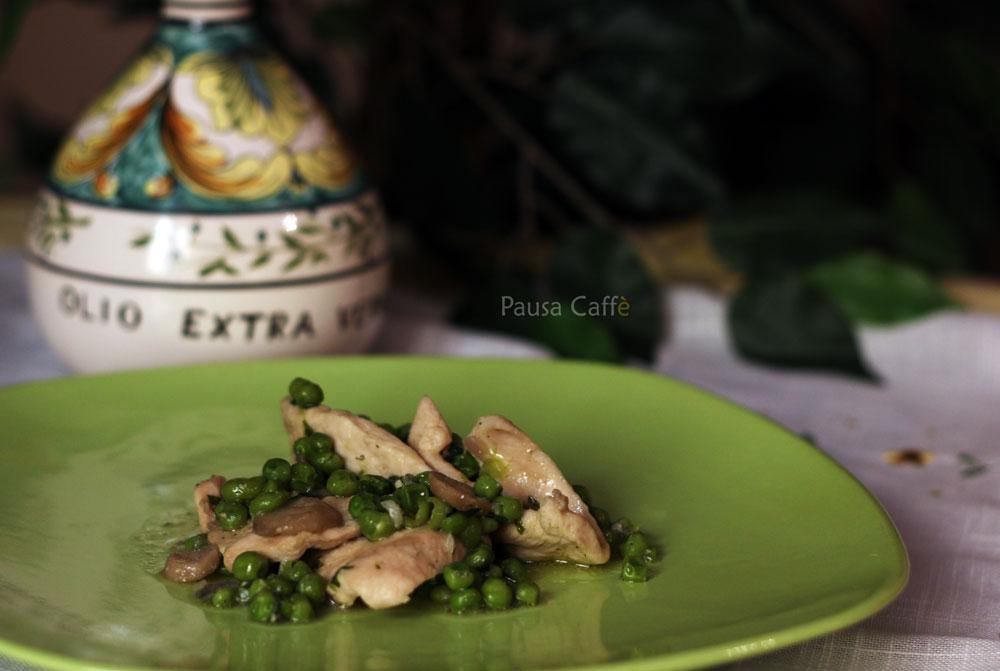 Petto-di-pollo-con-piselli-e-funghi-(20)-F