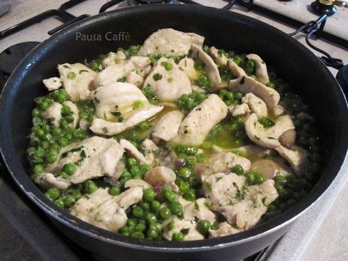 Petto-di-pollo-con-piselli-e-funghi-(24)-F